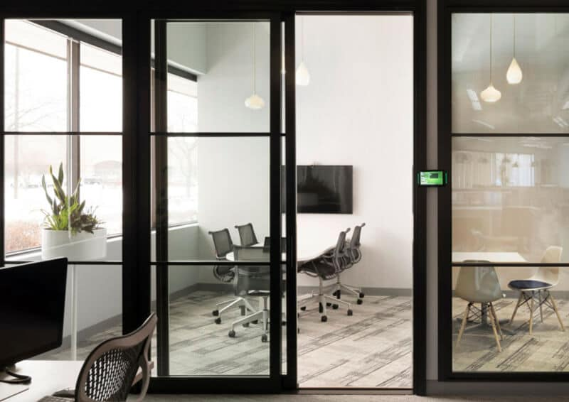 how-to-equip-effective-huddle-rooms