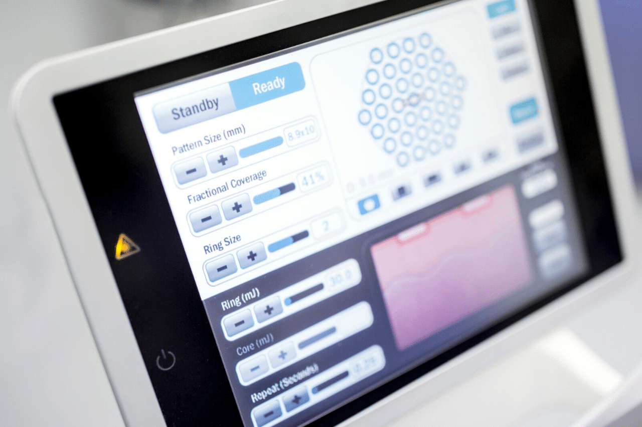 How Touchscreens Benefit Healthcare Workers - Inpatient Care and Monitoring