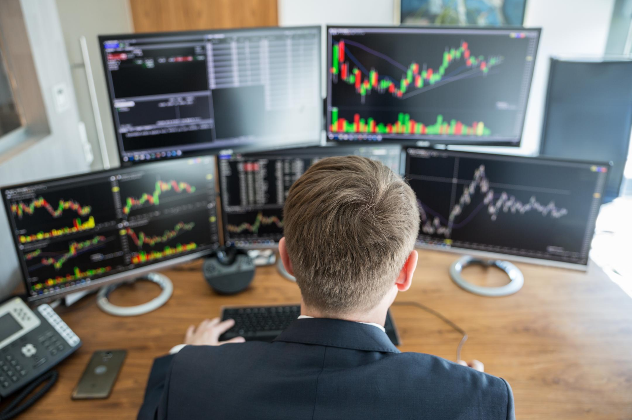 Best Monitors for Traders – A Complete Guide in 2021 | ViewSonic Library